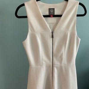 Vince Camuto white zip up dress size 8 EUC